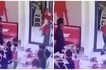 Hindi niya napansin! This fast food crew member had an epic exit that was caught on camera