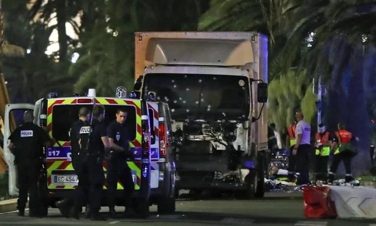 Al menos 77 muertos en Francia, tras ataque terrorista