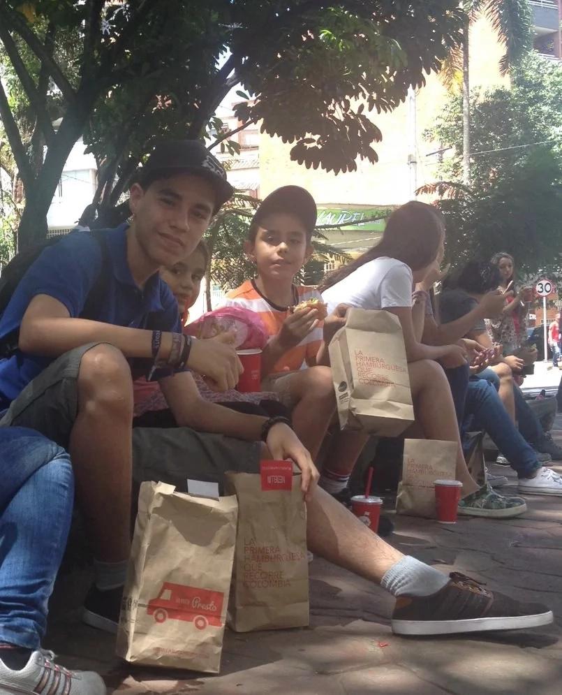 ¡Llovieron hamburguesas en Medellín!