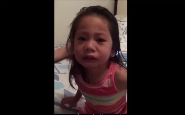Esta niña piensa que su hermana morirá. ¡Mira su reacción!