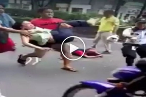 Crazed drug addict gets beaten up badly after stabbing innocent woman in Manila