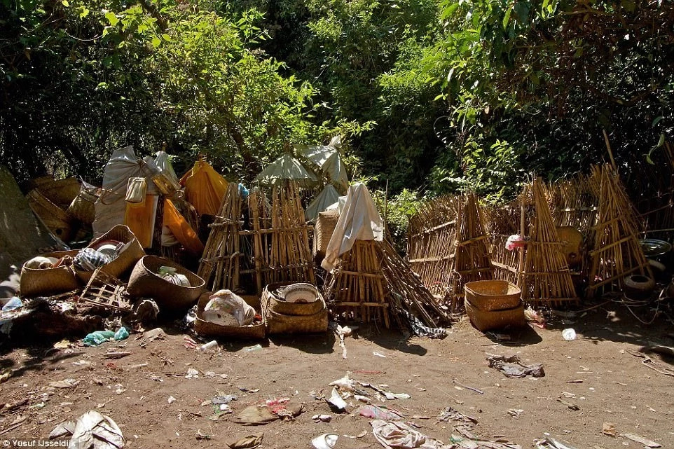 No burial allowed! Village where dead members are dumped in bamboo cage and left to rot in bizarre ritual (photos)
