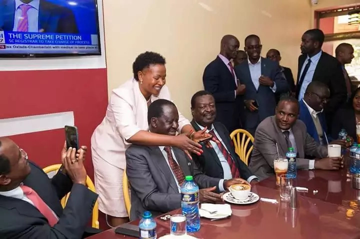 Cheeky photo of Wavinya and Raila amidst gruelling Supreme court hearing