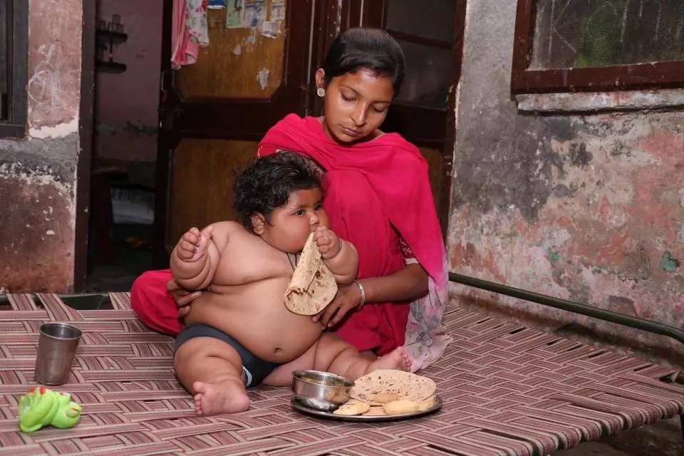 Obese baby baffles doctors by weighing a HEAVY 17kg at just 8 months old (photos, video)