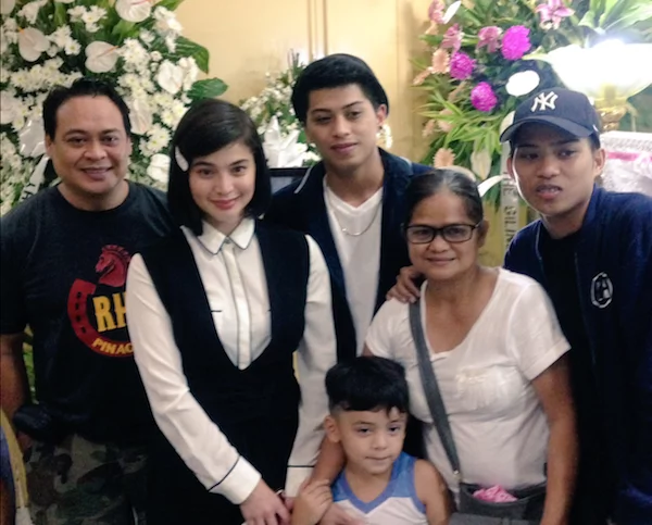Anne Curtis visits fan's wake to grant her last wish