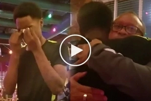 Angels are everywhere! Hardworking waiter cries as he receives humongous tip from customer
