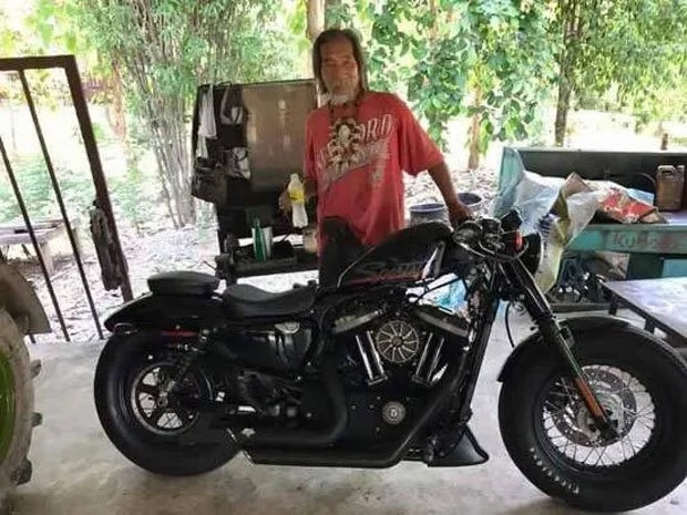 Rich man in tattered clothing buys Harley Davidson in cash