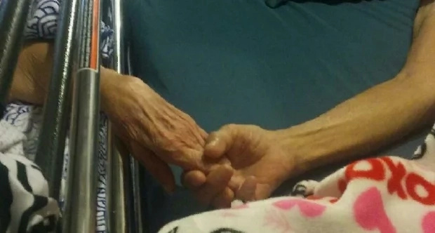 Couple married for 58 years dies together while holding hands