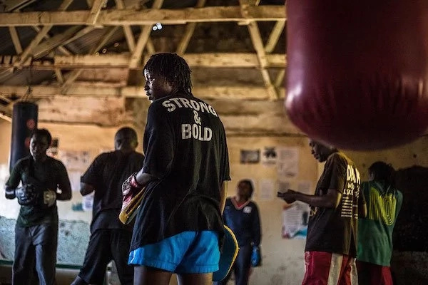 These Kenyan girls learn how to survive in TOUGH neighborhoods through boxing (photos)