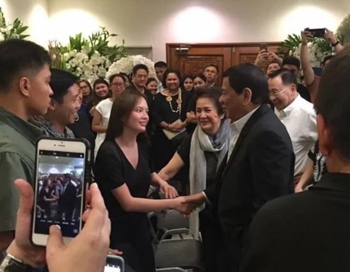 Ellen Adarna & John Lloyd Cruz's meeting with President Duterte at wake of family friend goes viral