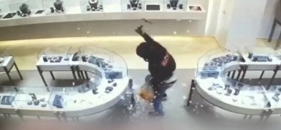 Robbers steal millions of dollars worth of jewelry in just 40 seconds!