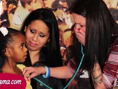 Una mujer lloró cuando escuchó el latido del corazón de su hijo por primera vez en tres años