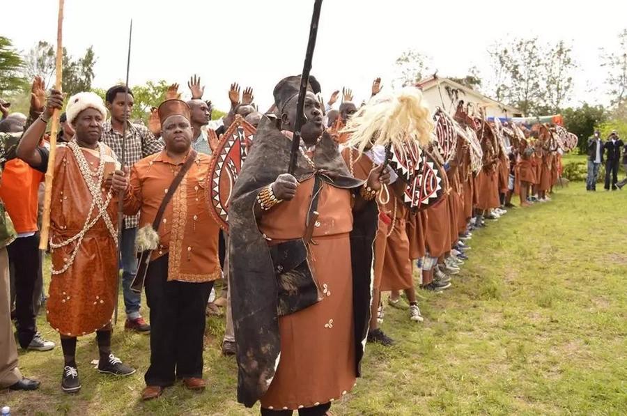 Hofu yatanda Mlima Kenya baada ya mti wa Mugumo kuanguka