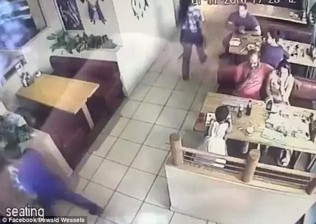 Caught on CCTV! Kid was almost kidnapped while his parents were enjoying their meal at a restaurant