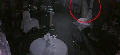 """Dueño de cafetería llamó a """"hombres especiales"""" después de ver ESTO en su cámara de seguridad"""