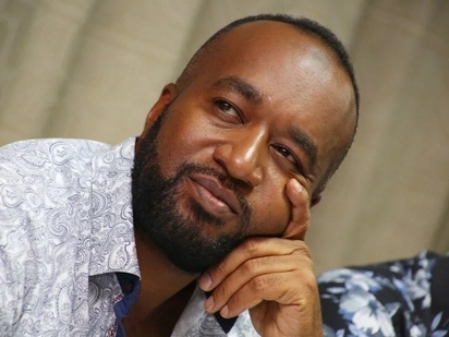 Joho dishes out KSh 100,000 to two poor women after eating at their dingy kibanda (video)