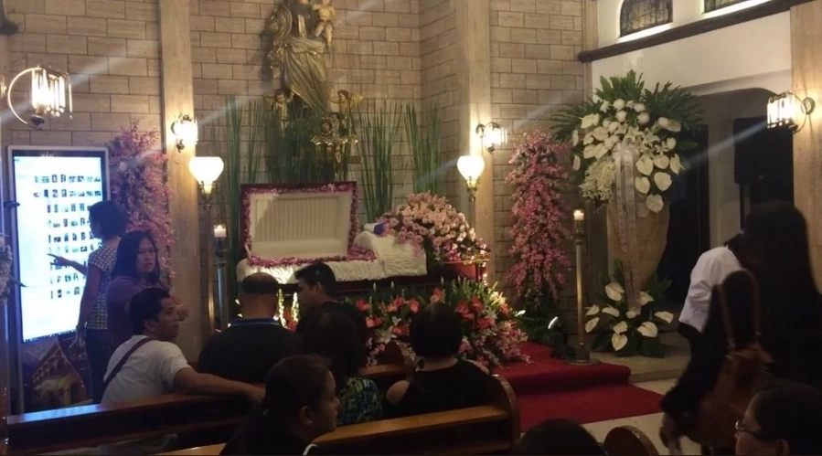Photos of family members, friends and celebrities attending Isabel Granada's wake go viral