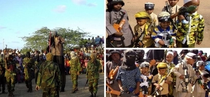 Al-Shabaab militants give children guns as gifts to celebrate Eid ul adhaa (photos)