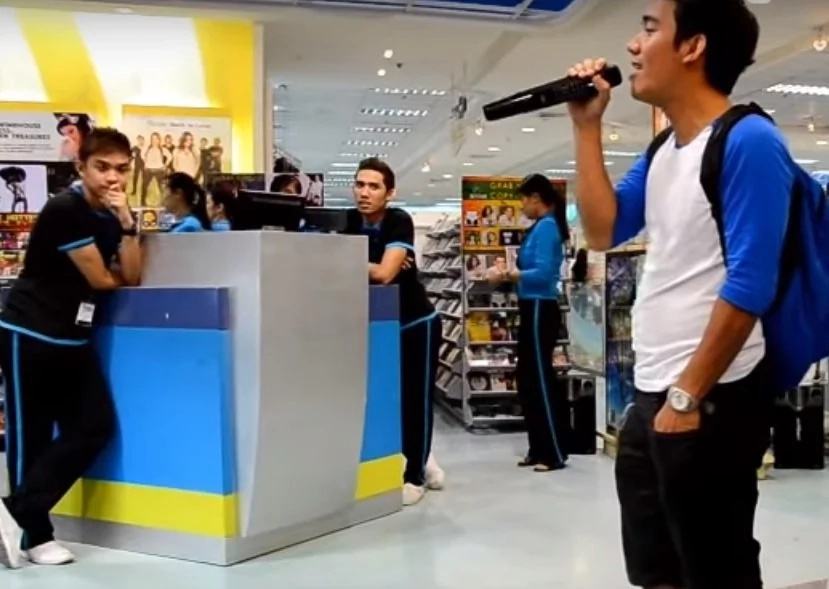 Gulat silang lahat! He shocked the crowd with his one-man duet
