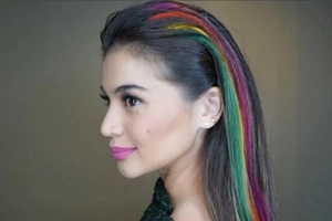 Gorgeous Anne's new photo shows how 'parrot hair' can be hot