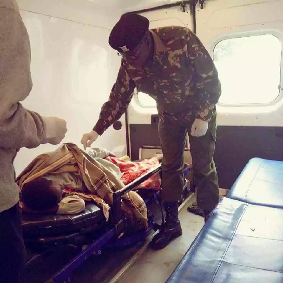 Mike Sonko atuma ujumbe uliowagusa wengi kwa afisa wa polisi aliyemwokoa mama mgonjwa