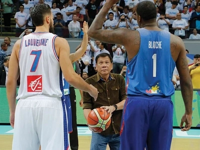 WATCH: Duterte impressively tosses ball during Gilas vs France