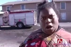 La reacción de esta mujer ante el incendio de un edificio es tan original que se volvió viral