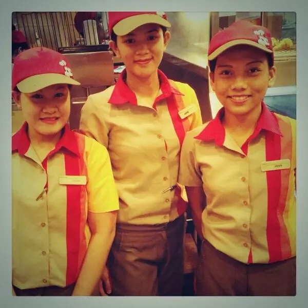 Jollibee service crew responded graciously to a conyo