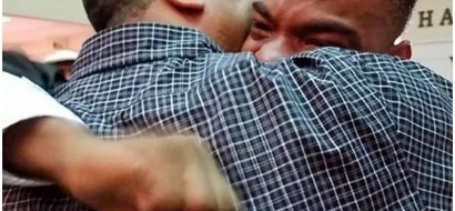 This image of father embracing his boy after he graduates will make you cry (photos)