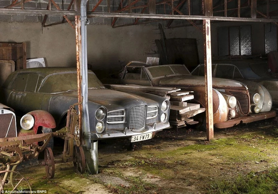The owner of this garage died almost 10 years ago. His relatives considered it to be empty. One day they entered it and realized how rich they became