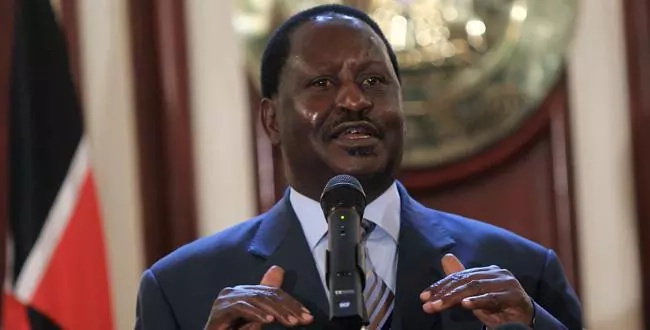 Raila defeats Uhuru in new poll
