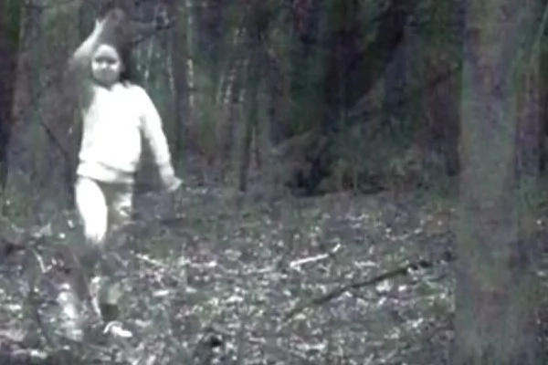 Is The Mysterious Picture of The Ghost Girl In Cambridge True Or Fake? The Truth Behind Has Been Revealed and You Won't Believe It