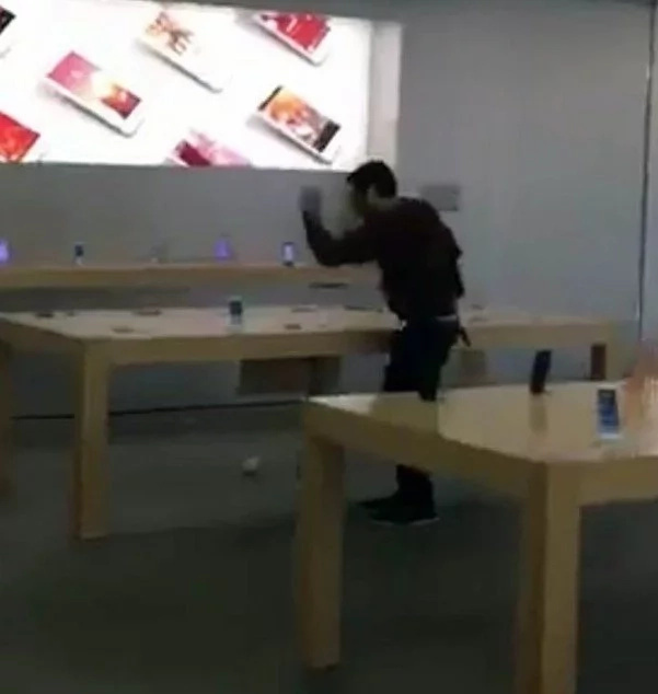 Raging man enters Apple store and smashes every Iphone in the building