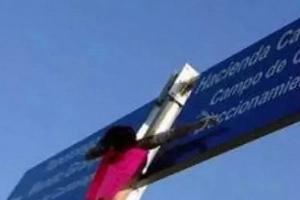 Crueldad por Crueldad: Violador fue castrado y crucificado en la vía pública en México