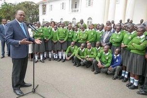 Kenya's 'tallest high school student' pays Uhuru a visit to State House (photos)
