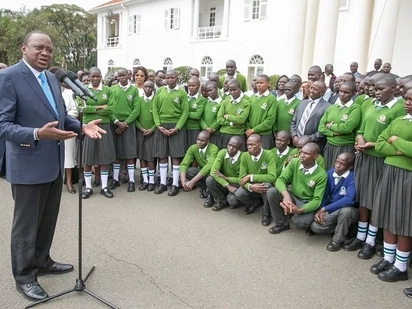 Uhuru meets Kenya's 'tallest high school student' at State House (photos)