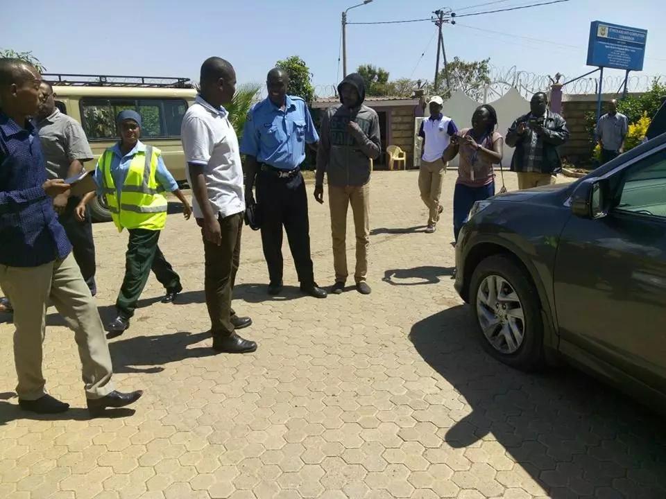 GHADHABU na maandamo yashuhudiwa baada ya nyumba yake gavana wa Jubilee kufanyiwa msako