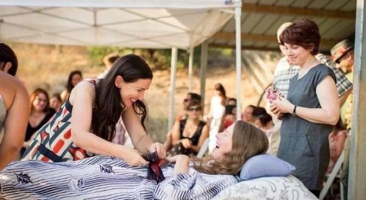 Mujer ofrece gran fiesta antes de someterse a la eutanasia