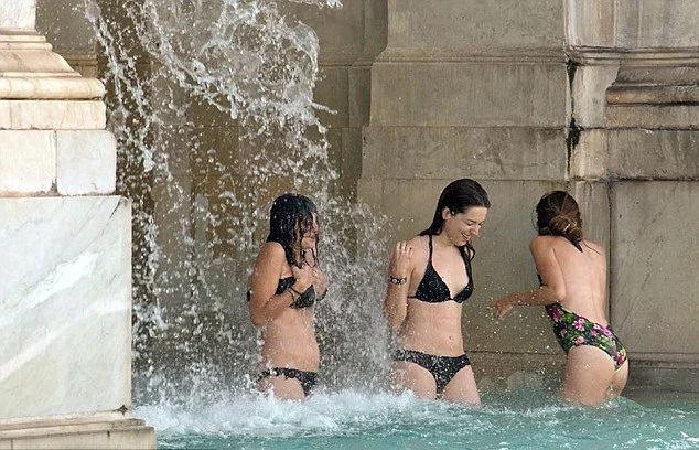 Locals outraged; tourists take a dip in 400-year old fountain
