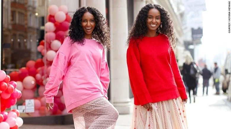Adorable twin sisters, 34, use style to break down barriers for deaf people