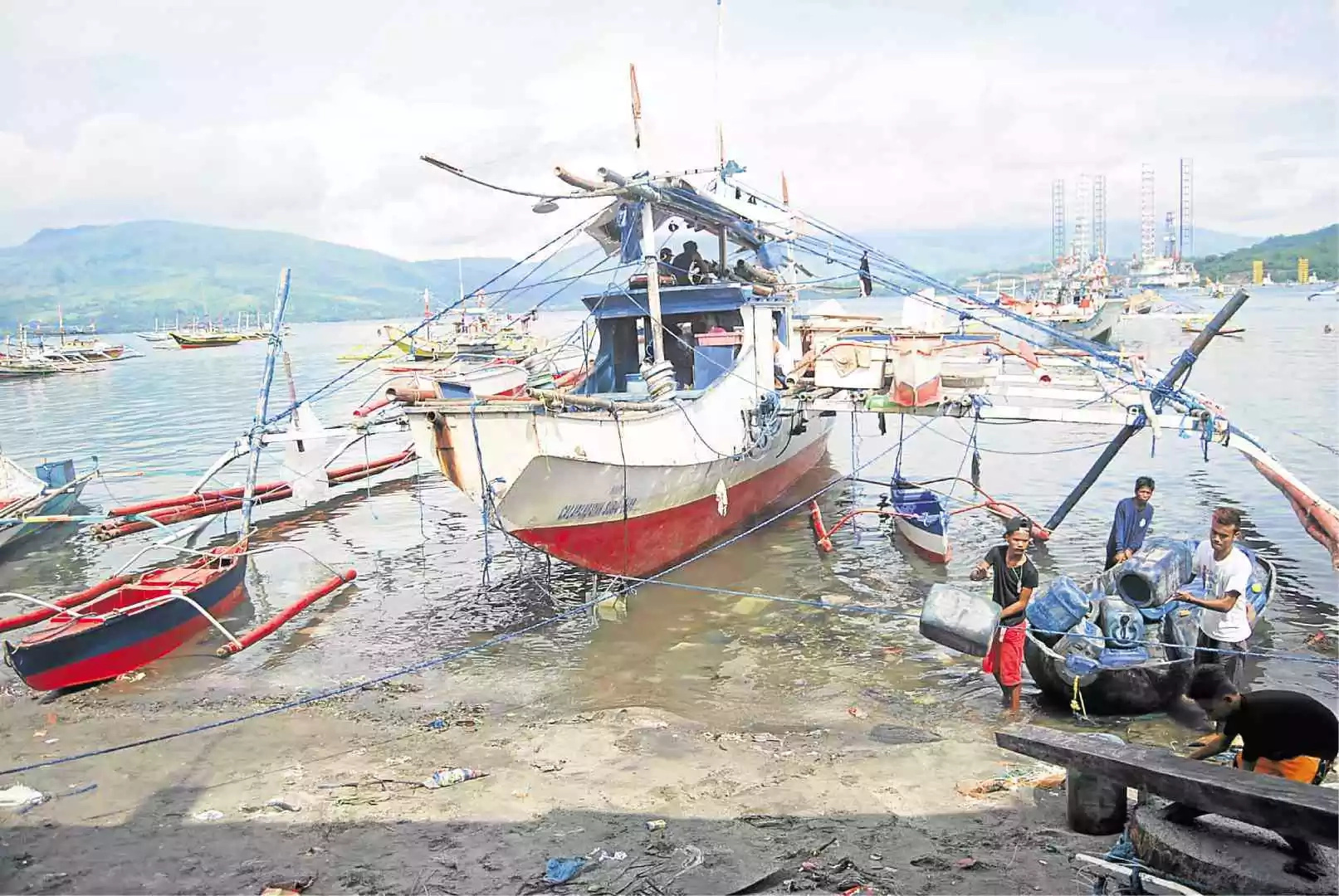 Valiant move for Subic fishermen despite Chinese presence