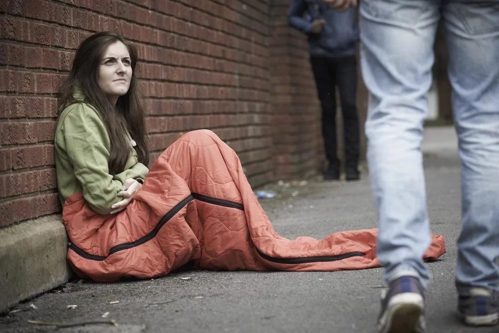 Adolescente que antes no tenía casa usó su pasado doloroso para ayudar a otros