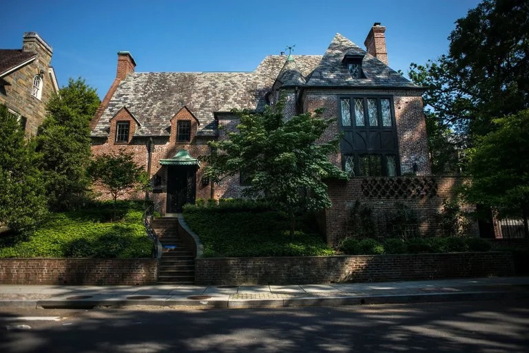 Obama's family to continue staying in DC in this posh house