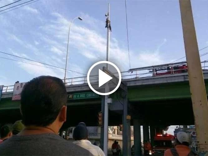 Subió a un poste de 15 metros y amenazó con suicidarse