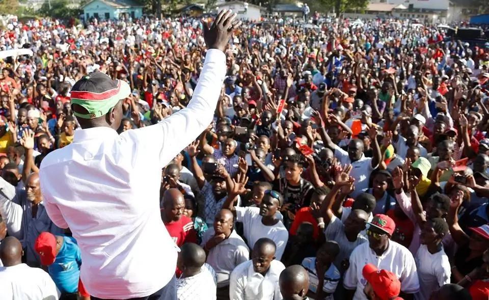 Gunshots interrupt William Ruto's rally