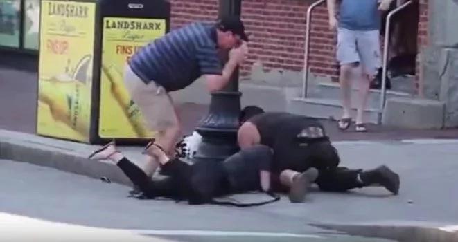 Pitbull sediento de sangre furioso contra un beagle y su dueña!