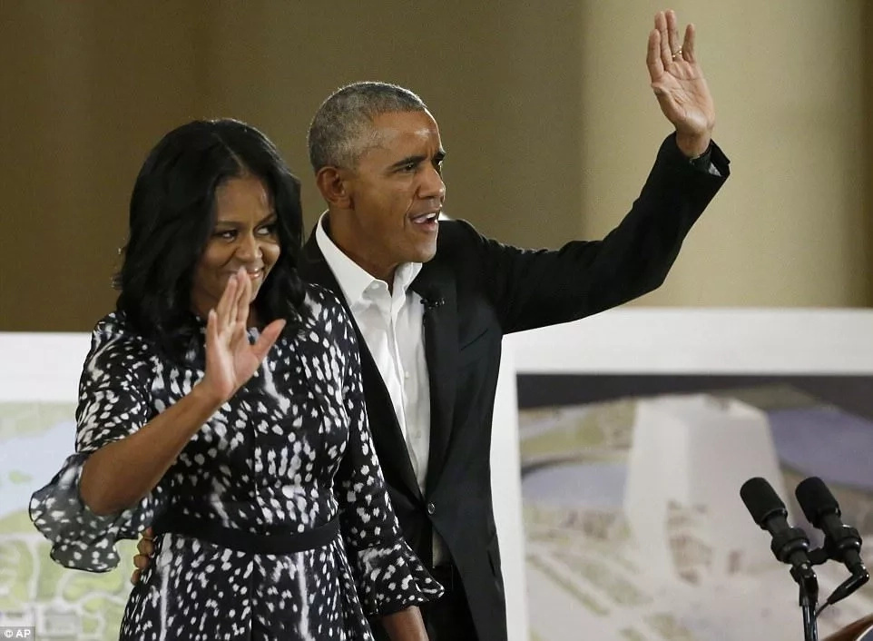 Barack and Michelle wave to the audience at the event