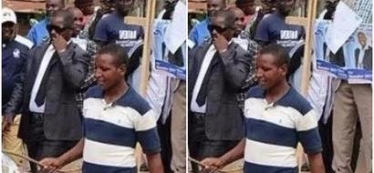 Mwanasiasa awafurahisha Wakenya kwa kufika afisi za IEBC na punda!