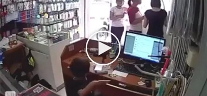 Walanghiyang ina! Mother teaches son to steal and it was captured on CCTV