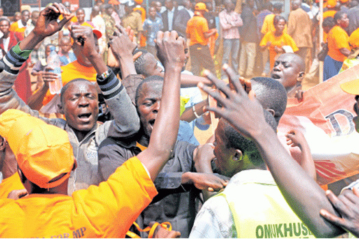 Raila and his team heckled in Narok county, two injured